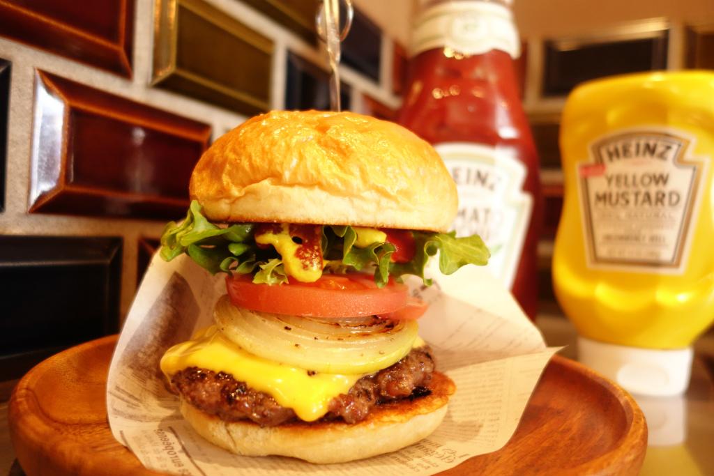 湖南市にあるハンバーガー屋・ハイパー粉もん居酒屋 ビールとハイライトの国産牛100%のアメリカンバーガー
